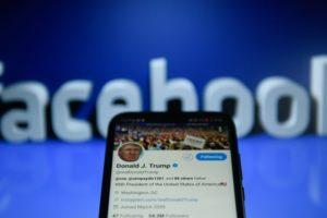 Facebook politikacılara karşı bir eylem sergiliyor…