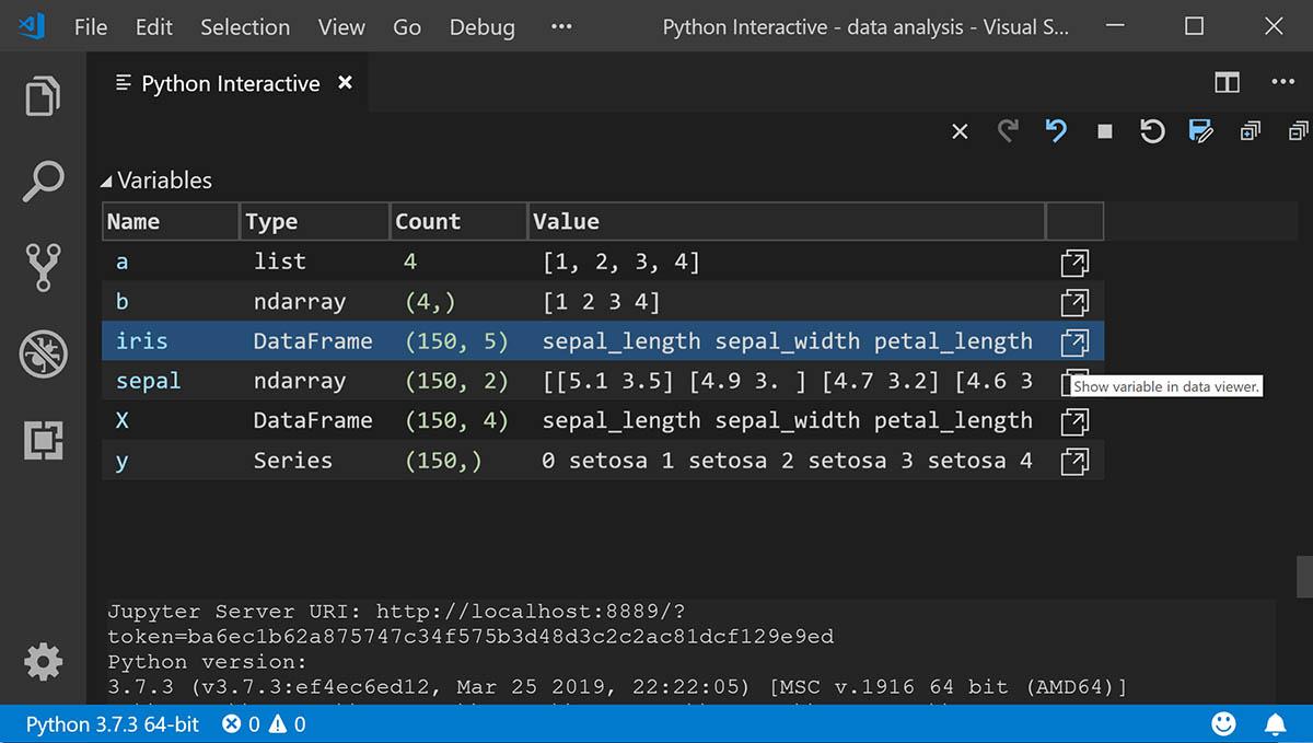 """Python programlama dilinde """"değişkenler"""" hakkında bilgi veren bir Visual Studio Code ekranı"""
