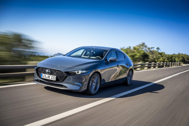 Mazda'nın şu anda kullanılabilen plug-in hibridleri yok, ancak hafif hibrit aktarma organları var.