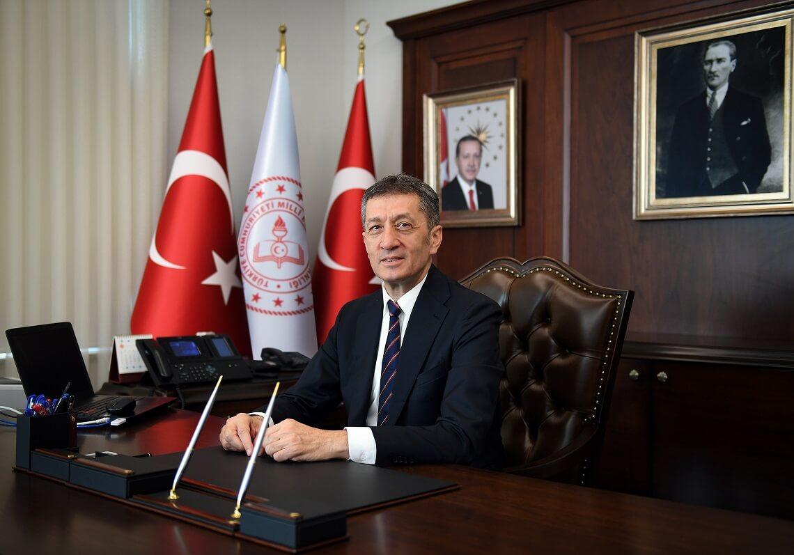 Milli Eğitim Bakanı Ziya Selçuk - Siberdefter