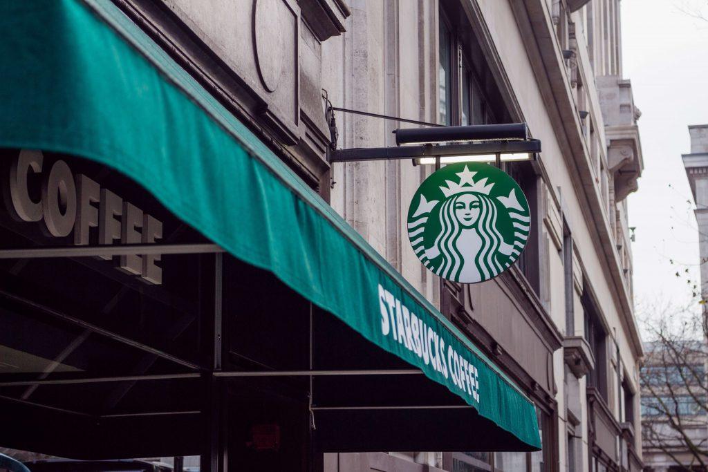 Starbucks'ta Kağıt Pipet Dönemi!