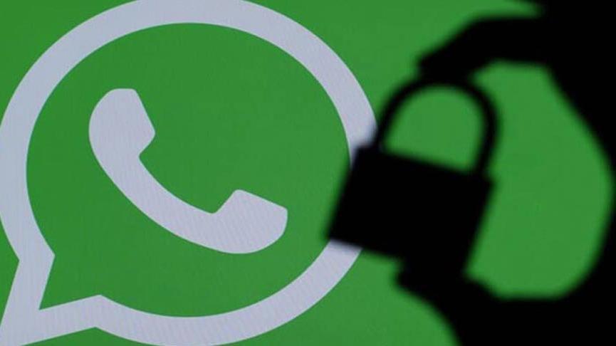 WhatsApp logosu ve kilit tutan parmak gölgesi